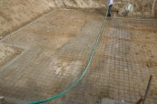 Aljzatbeton alatti vasháló beépítése