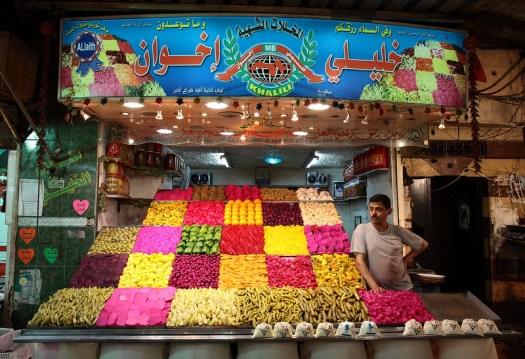 готов за бизнес.Снимка на Ketan Gajria, 2008, пазарът на Bab as-Sarouja.
