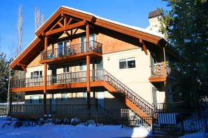 Lovely chalet-style condo, walking distance to ski slopes and town of Ketchum