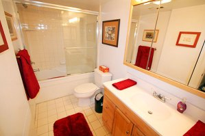 Bathroom on main level with jetted tub