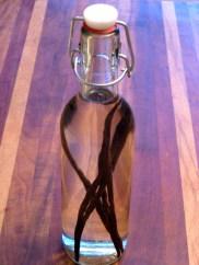 Homemade Vanilla Extract © KETMALA'S KITCHEN 2012-13