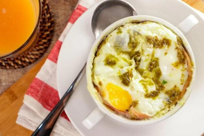 Ham and Pesto Egg Cups