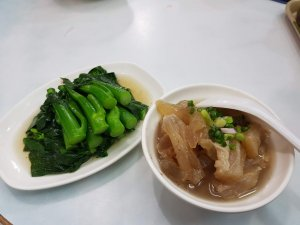 beef tendon soup and green vegetables