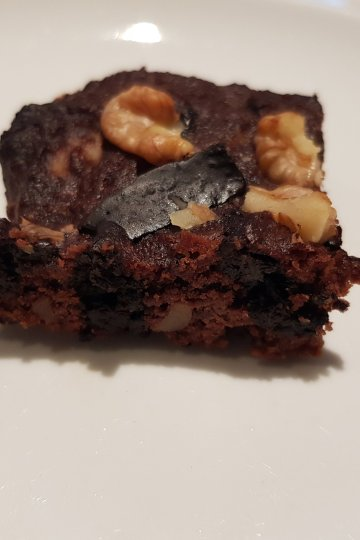 Keto brownies with walnuts serve