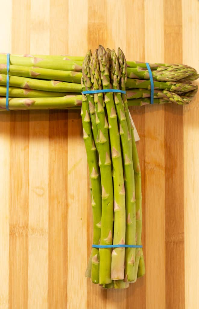 bundles of asparagus tied with a rubber band