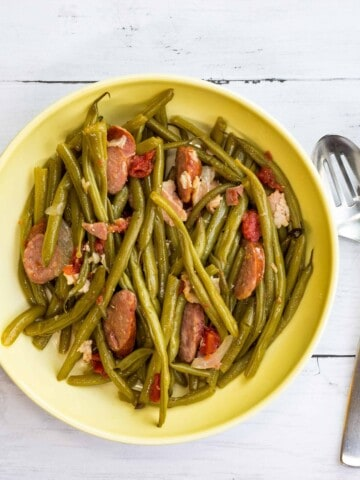 keto Southern style green beans in a serving bowl.