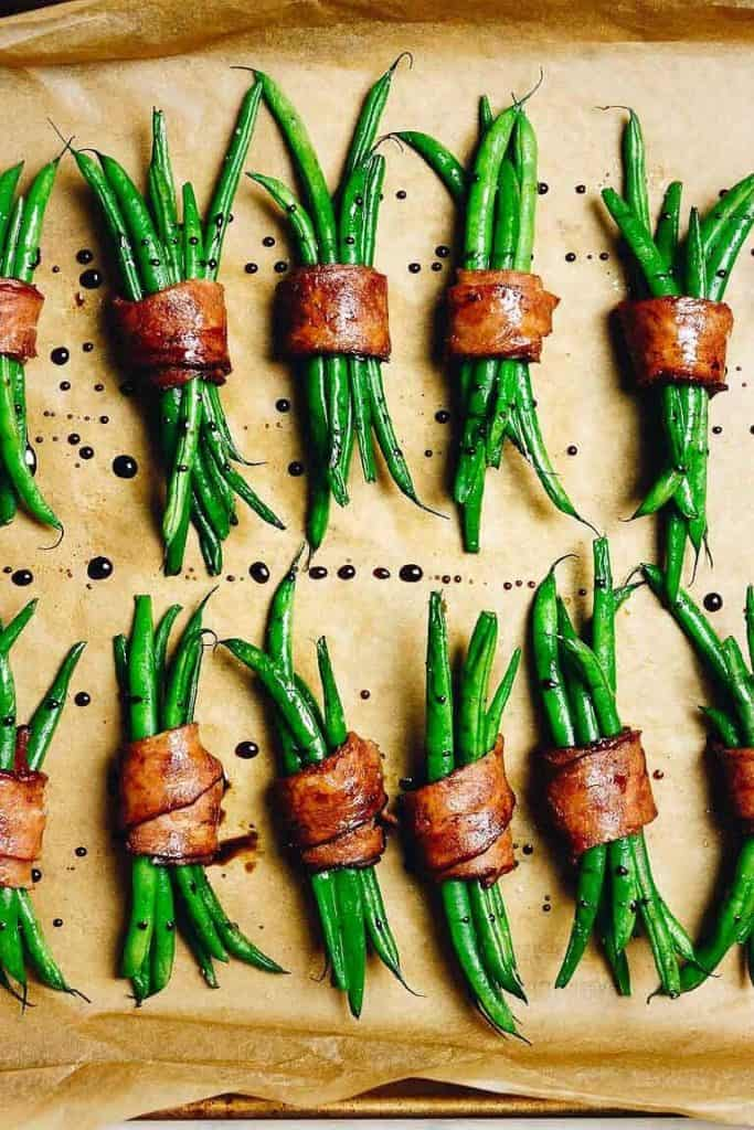keto side dish recipe for bacon wrapped green bean bundles.