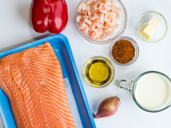salmon, shrimp, red pepper, cream, shallot, butter, cajun seasoning ingredients in keto Cajun salmon