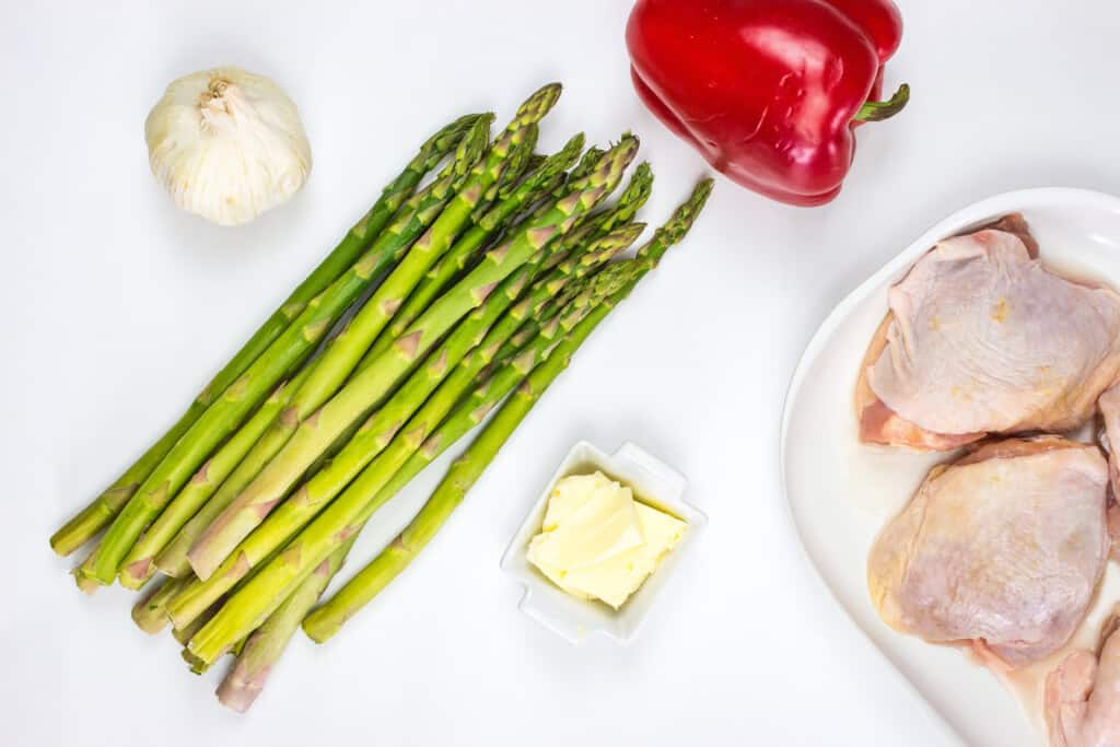 ingredients to make keto garlic chicken skillet