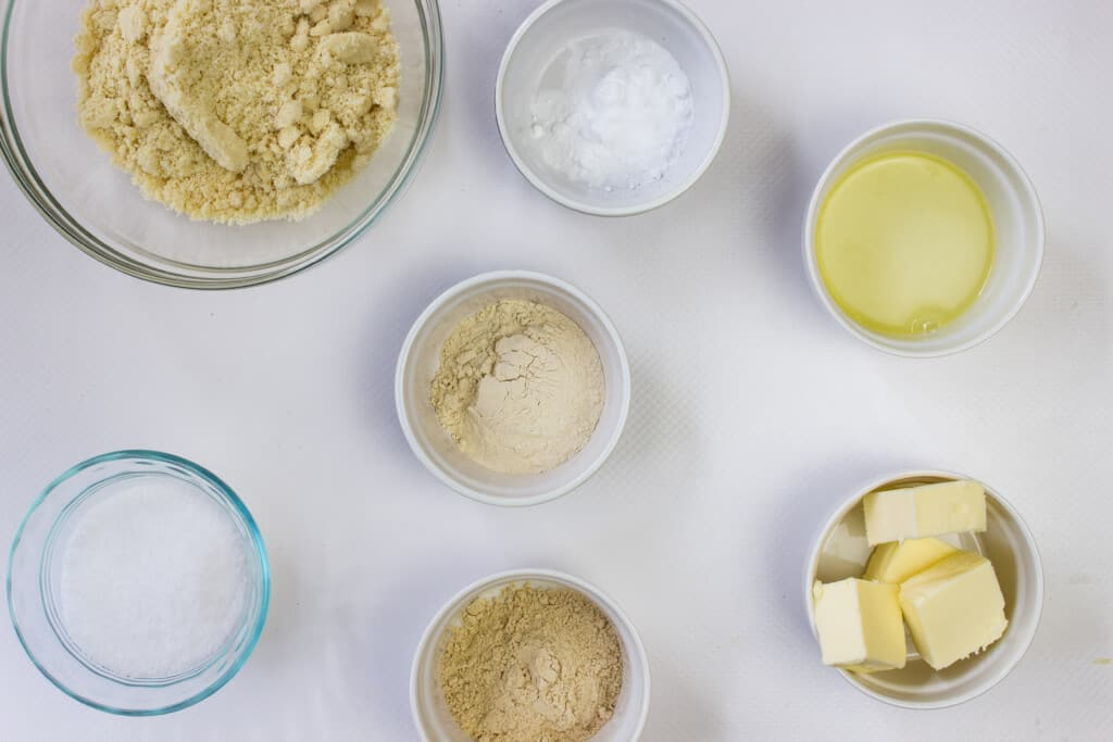 ingredients to make keto pie dough