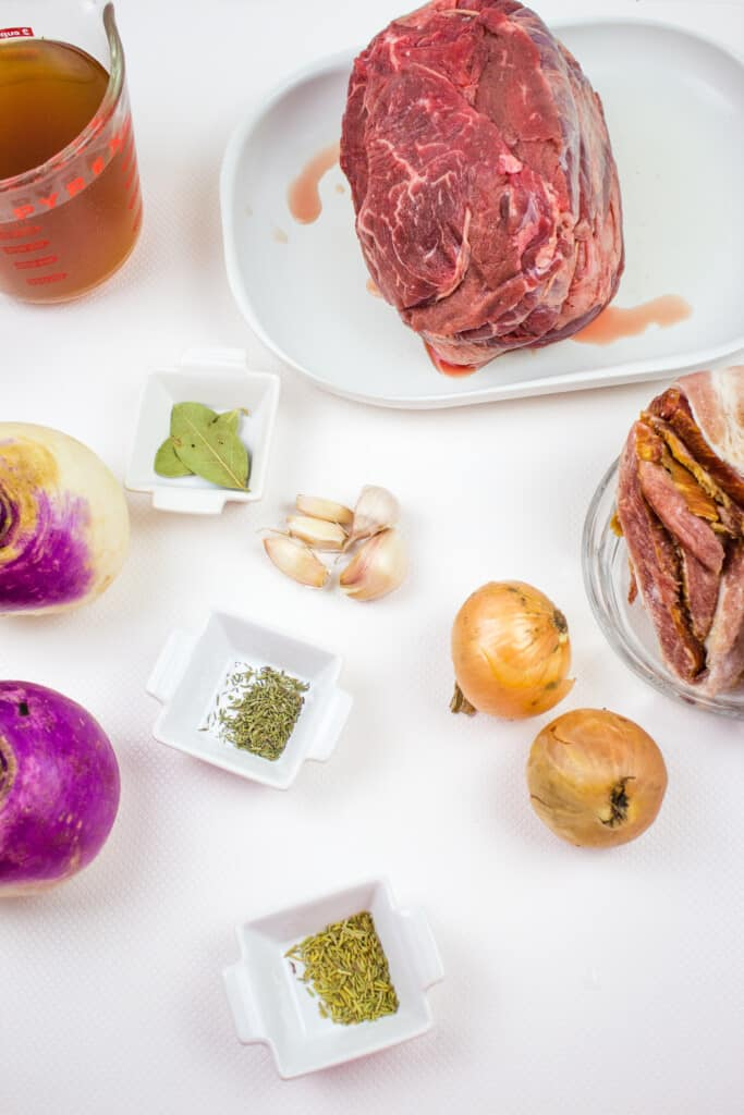 Ingredients to make keto pot roast with bacon.
