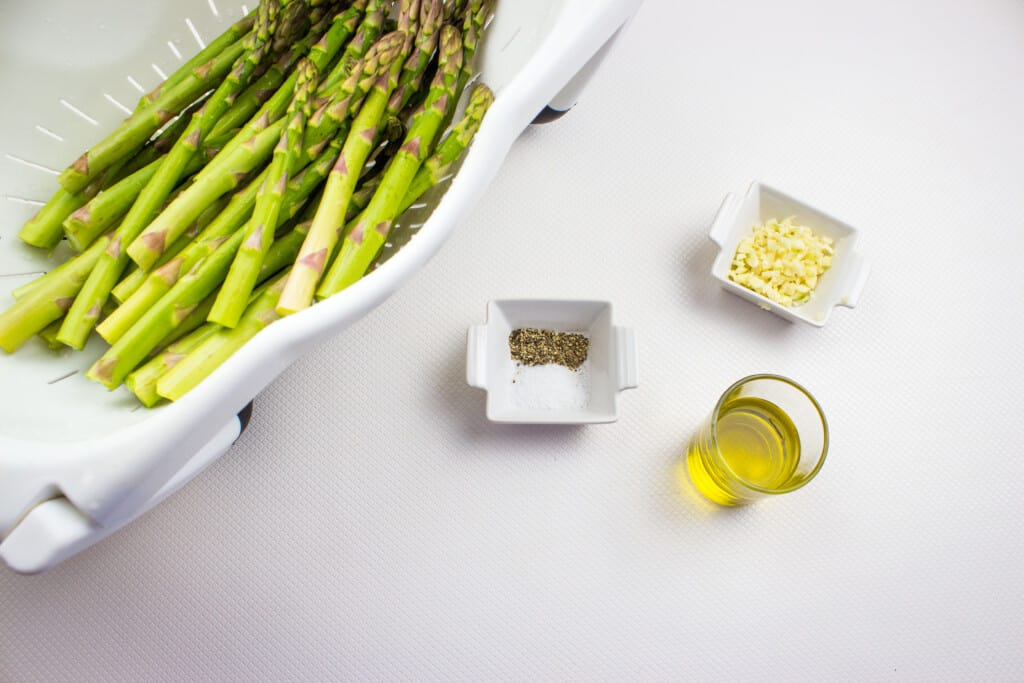 Prepped ingredients to make air fryer asparagus with garlic.