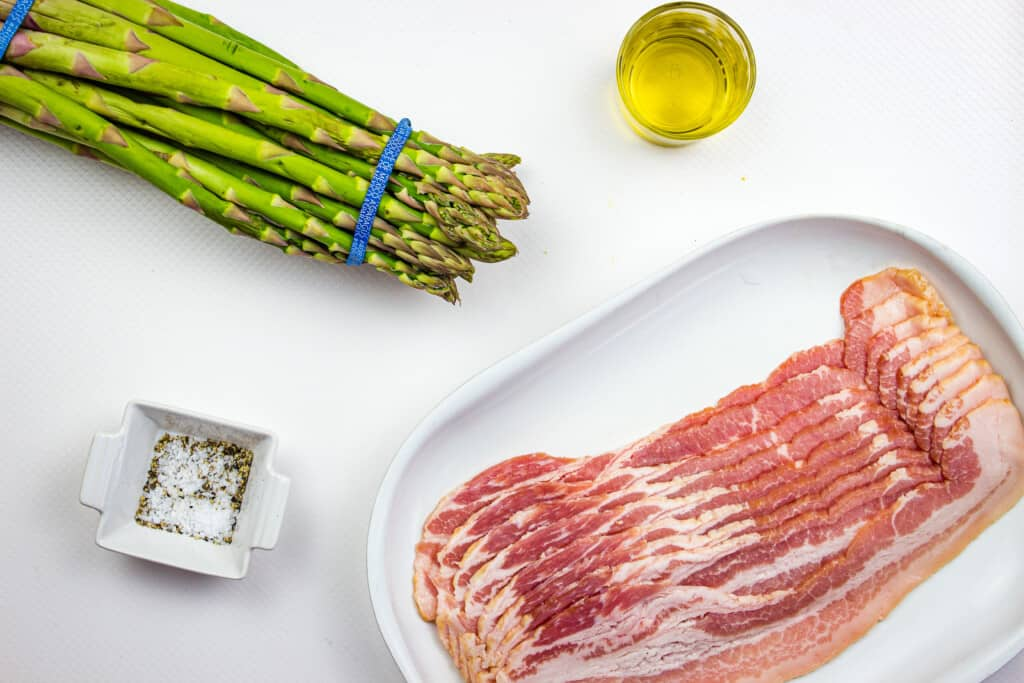Ingredients to make bacon wrapped asparagus (air fryer)