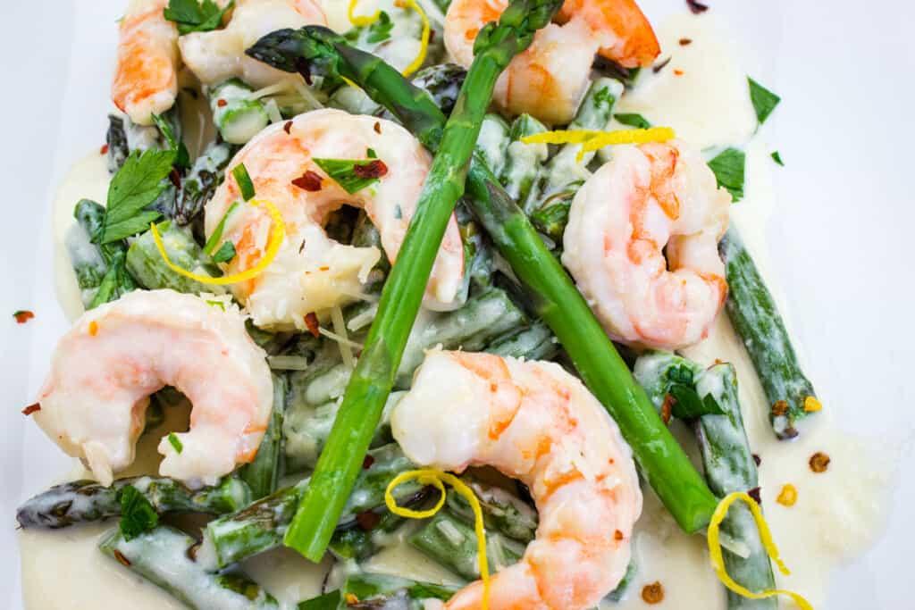 closeup of keto shrimp alfredo with asparagus