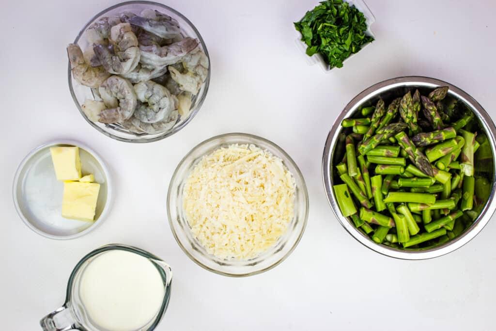 prepped ingredients to make keto shrimp alfredo with asparagus
