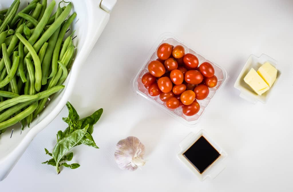 ingredients to make keto green beans and tomatoes recipe