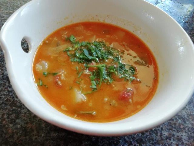 Linzen-groentensoep met pittig gehakt