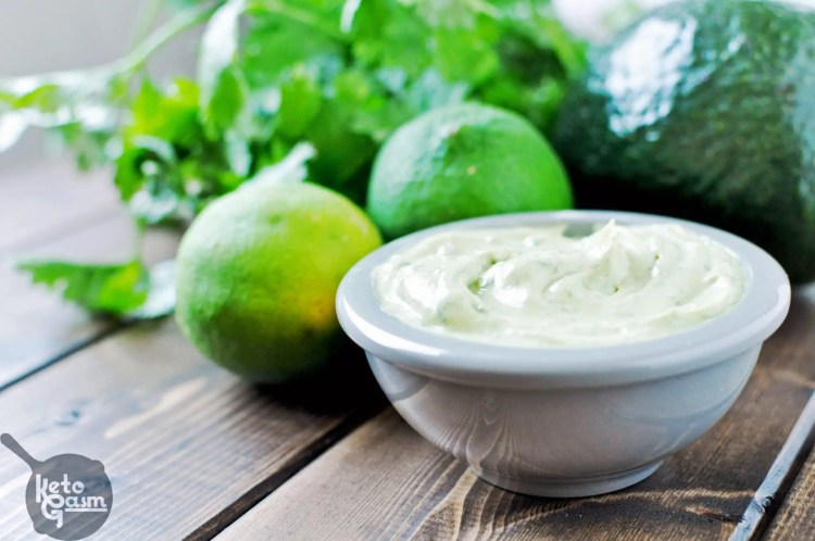 Avocado Cilantro Lime Mayo [Recipe] | KETOGASM Only 4 ingredients! #keto #lchf #lowcarb #atkins #paleo #whole30 #condiments #mayonnaise #mayo