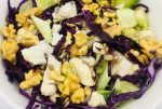 Kleurrijke salade met rode kool