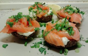 with sour cream, smoked salmon and fresh onion
