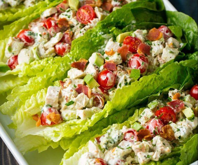 Vištienos salotos su šonine