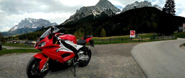 BMW S1000R vor der Zugspitze