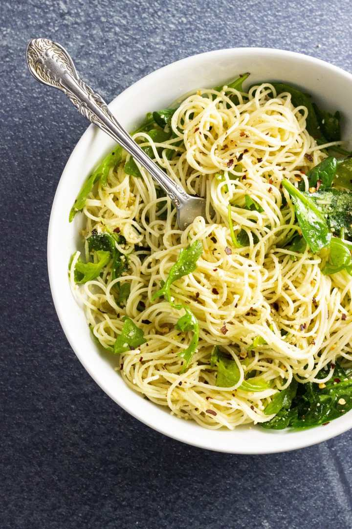 Plant-based aglio e olio is an easy weeknight meal to throw together, and tastes like you spent hours working on it!