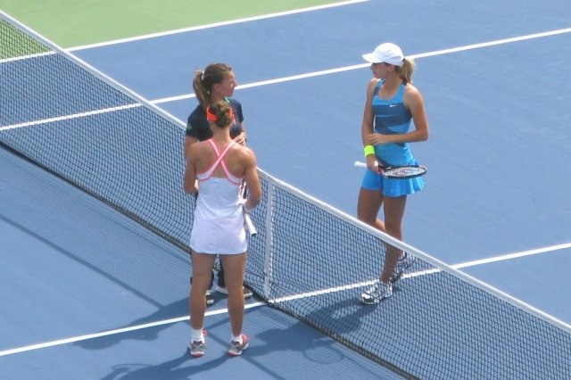 At the toss - Samantha Stosur and Petra Martic
