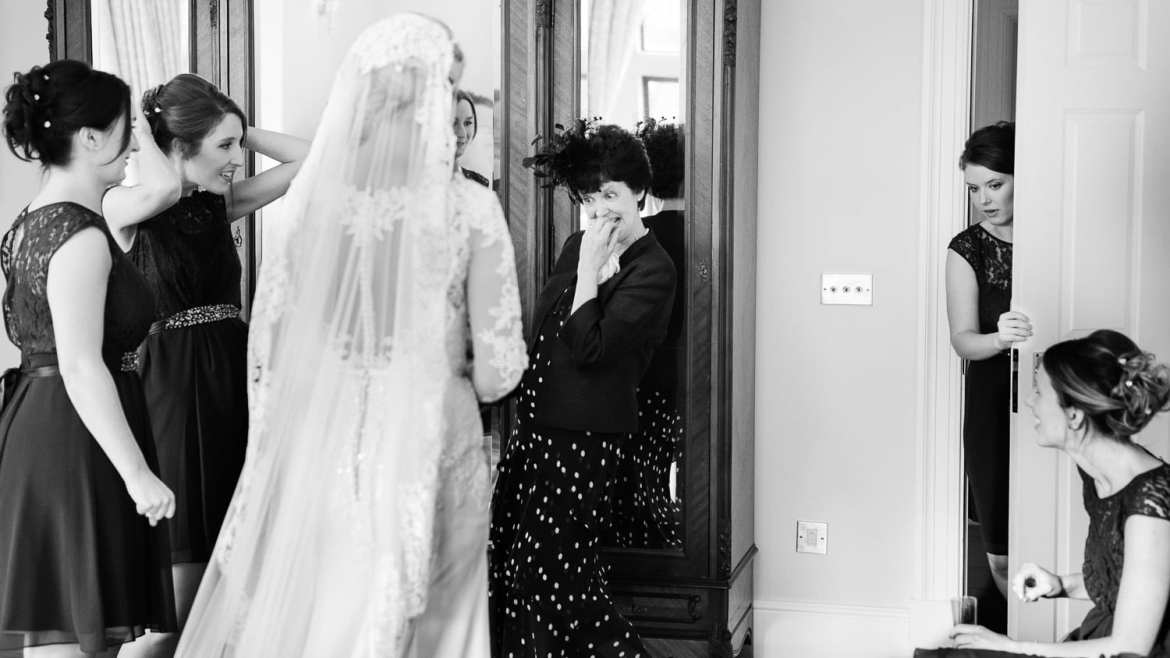 The mother of the bride sees her daughter for the first time
