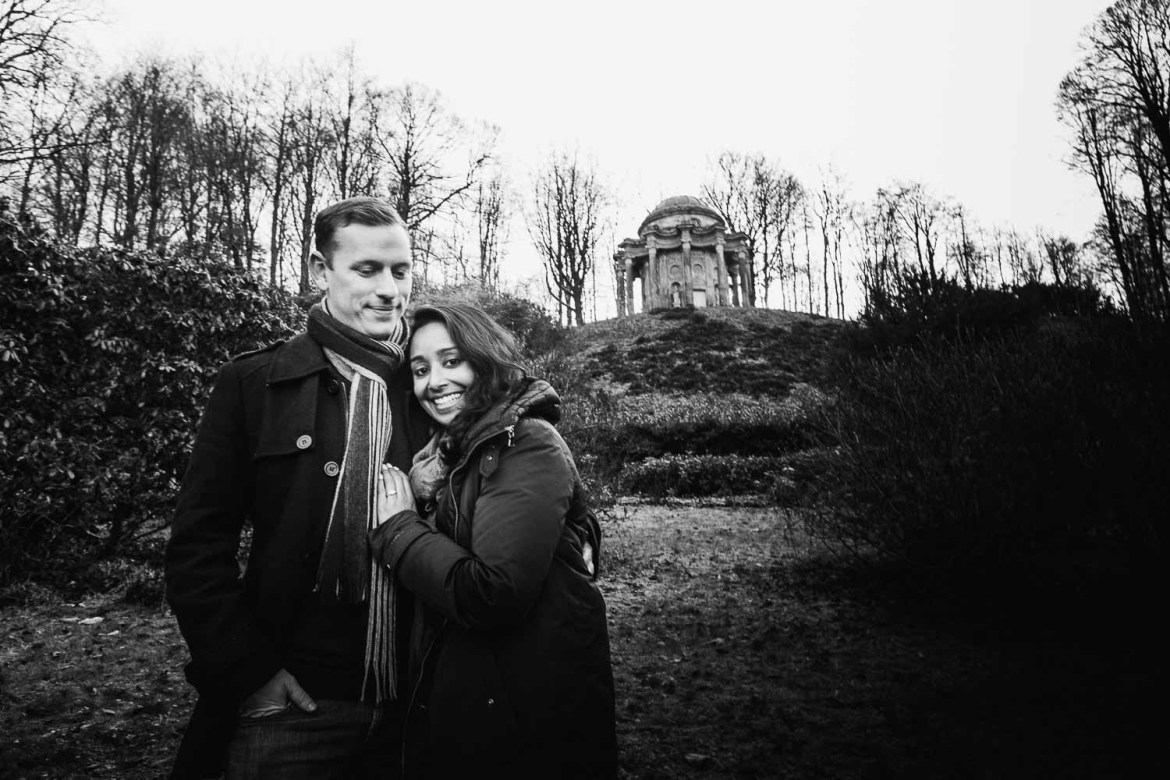 The couple with the temple of apollo in the background