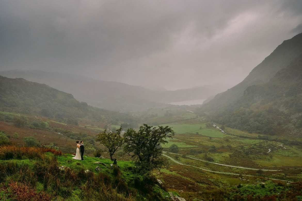 dramatic snowdonia wedding