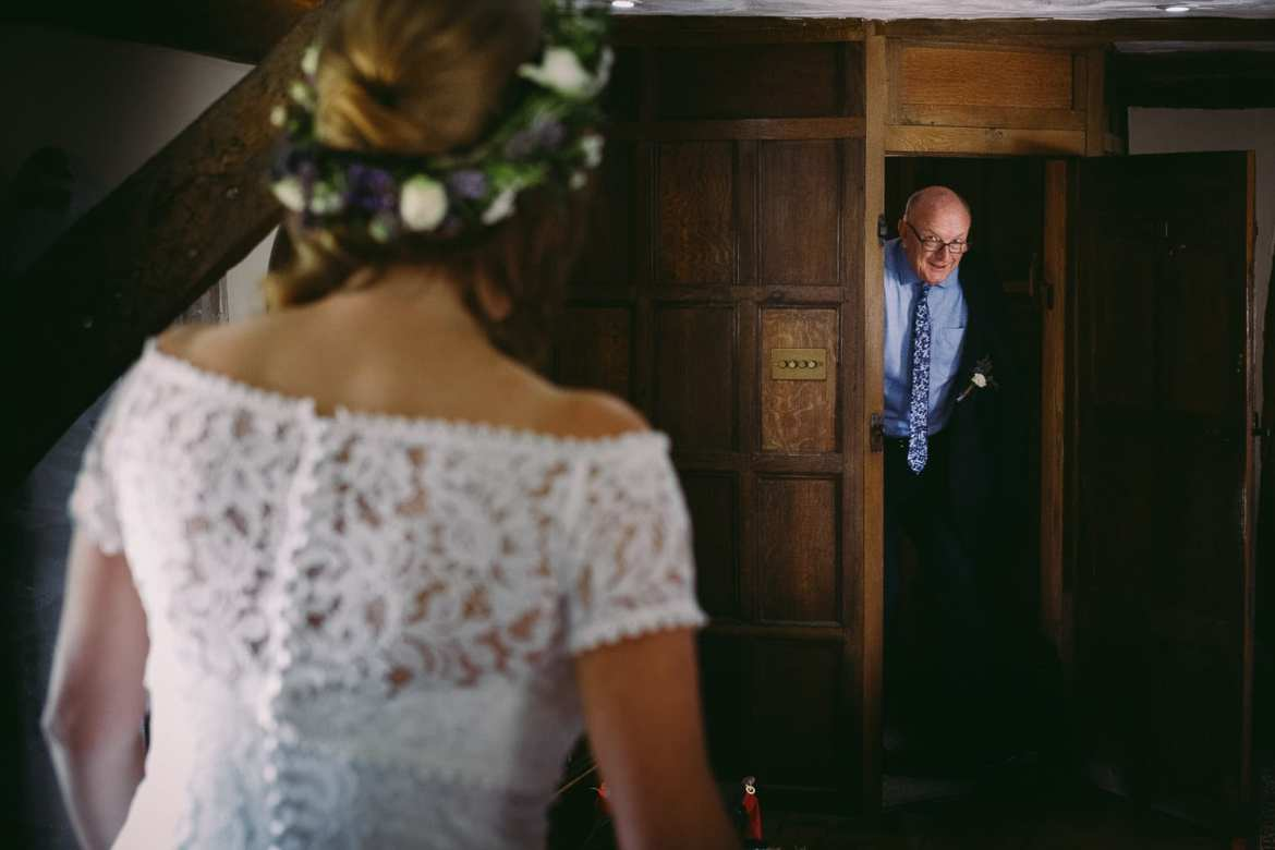 Dad see bride for the first time