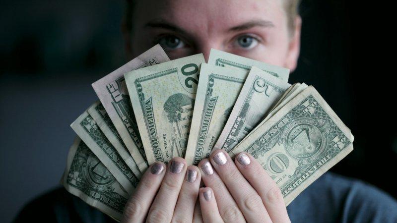 Conheça os passos ideais para obter resultados com marketing de afiliados - dinheiro ganancioso
