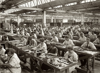 factory-workers-and-industrialism