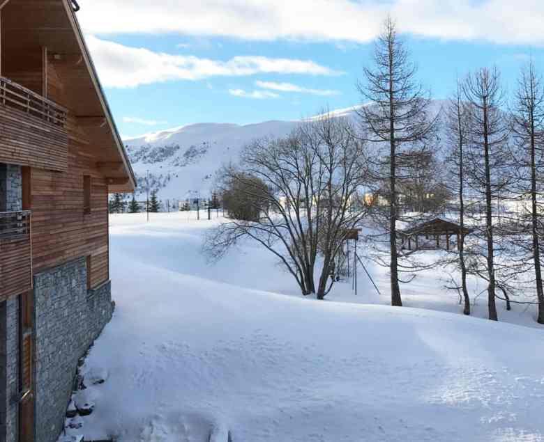 Vue de l'hotel l'alpenrose à l'alpe d'huez