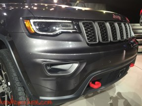 2017-Jeep-Grand-Cherokee-Trailhawk_NYIAS-Reveal_00138