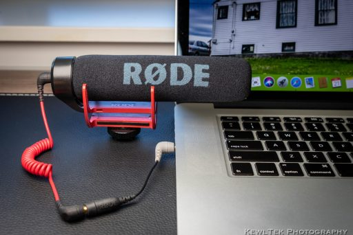 Image of the Rode VideoMic Go connected to a laptop with the Rode SC-4 TRS to TRRS adapter