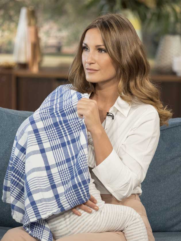 Sam Faiers Gets Praise For Breastfeeding Baby Paul LIVE On TV
