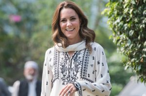 kate middleton wows fans floral spring dress