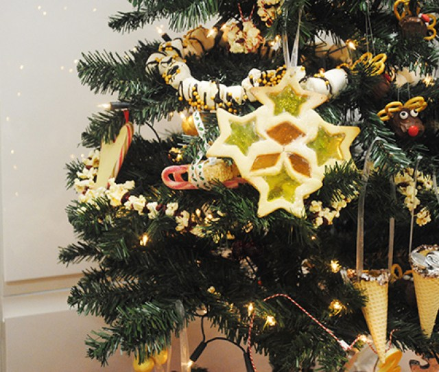 Why Have Normal Decorations When You Can Have Ones You Can Eat These Fun Ideas Look Good And Taste It Too We Decided To Decorate An Entire Tree With