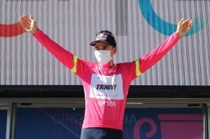 Tom Pidcock wins final stage of under-23 Giro d'Italia and wraps up the overall