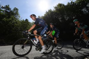 Vuelta a España 2020: Chris Froome and Thibaut Pinot lose time on day one