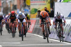 Lorena Wiebes takes a hotly contested sprint win at the 3 Days of De Panne