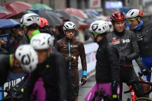 <div>Giro d'Italia peloton forced into protest after initial refusal to shorten stage, says Adam Hansen</div>