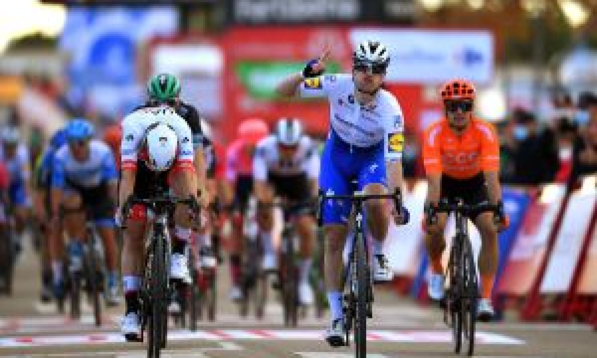 Sam Bennett makes it back-to-back wins for Ireland on stage four of the Vuelta a España 2020