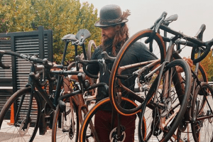 <div>Tweets of the week: Khal Drogo's new Specialized, Matt Winston's speedbump mishap and Luke Rowe's lookalike</div>