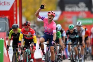 Magnus Cort takes chaotic sprint after tense stage 16 of the Vuelta a España 2020