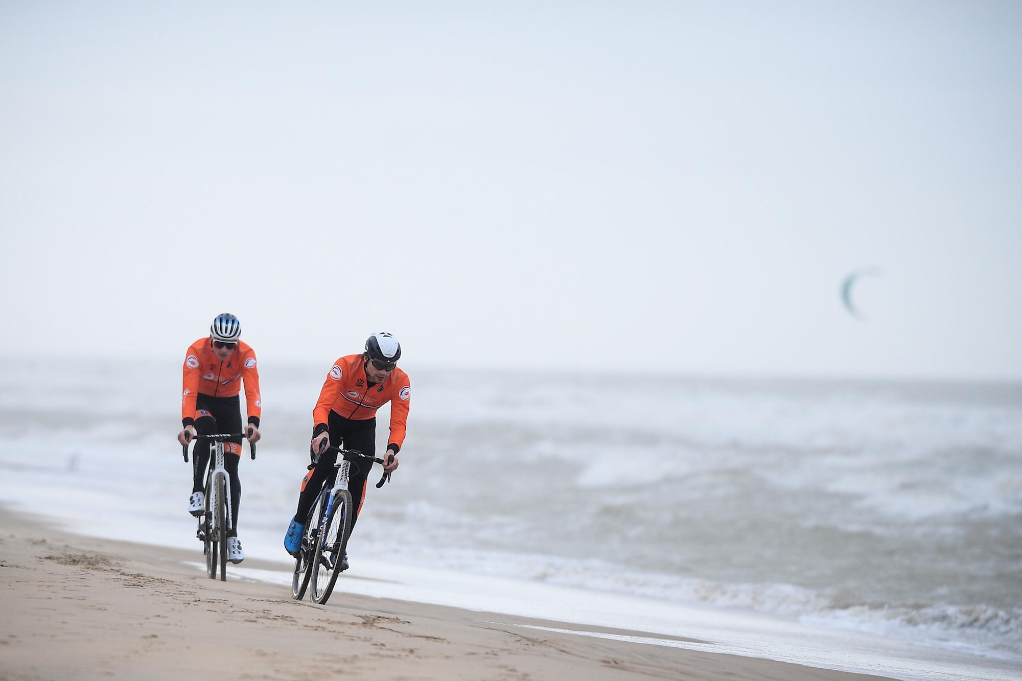 https www swisscycles com kan tom pidcock van der poel en van aert lastig vallen bij de wereldkampioenschappen cyclocross