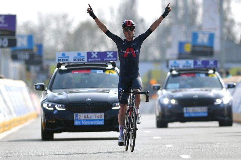 Dylan van Baarle puts in impressive solo ride to win Dwars door Vlaanderen  2021 - Cycling Weekly