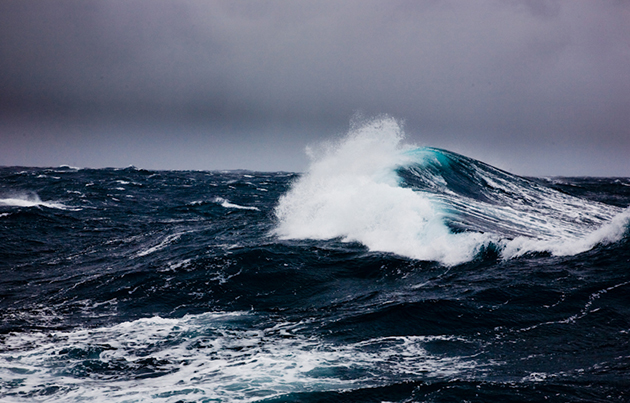 Hit By A Rogue Wave And Dismasted Yachting World